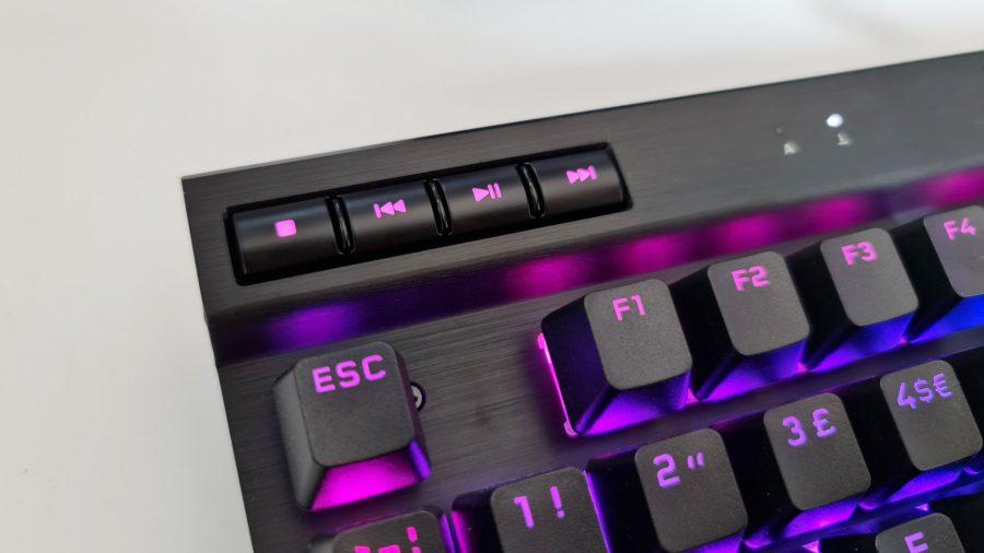 Le clavier Corsair K70 TKL a des touches multimédia complètes