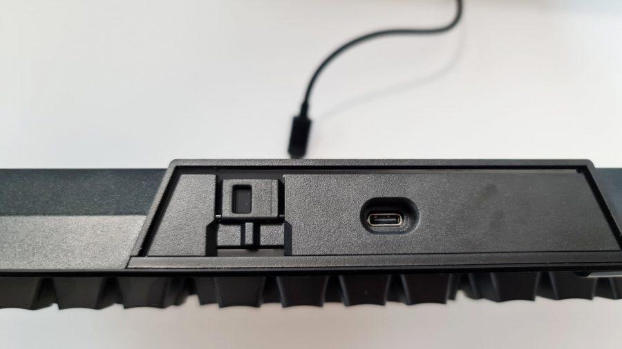 Corsair K70 TKL a un port USB de type C en retrait pour une raison quelconque et un commutateur de tournoi dédié